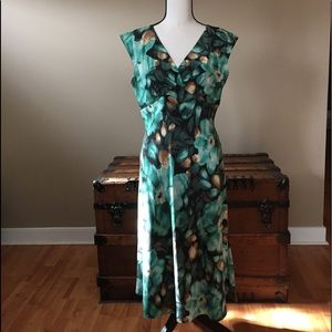 Valerie Stevens Dress Size 10 silk green flowers